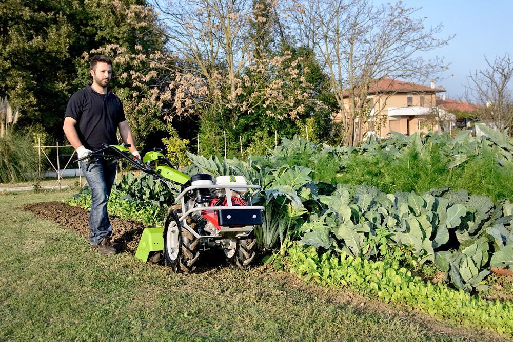 Kypření půdy traktor Grillo