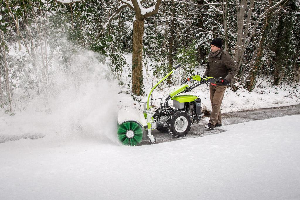 Zímní údržba traktor Grillo rotační kartáč